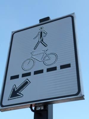 "<a href=""http://www.signel.ca/product/panneaux-a-del-clignotant/"">Panneaux à DEL clignotant</a>"