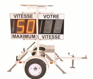 """<a href=""""http://www.signel.ca/product/remorque-radar-a-batteries-et-panneaux-solaires/"""">Remorque radar à batteries et panneaux solaires</a>"""