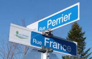 """<a href=""""http://www.signel.ca/product/enseignes-nom-de-rue-ou-plaques-toponymiques/"""">Enseignes « Nom de rue » ou plaques toponymiques</a>"""