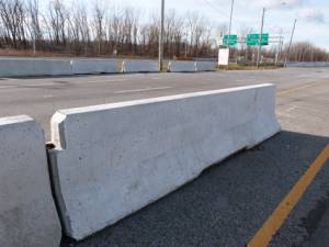 "<a href=""https://www.signel.ca/en/product/concrete-barricade-for-construction-sites-new-jersey/"">Concrete barricade for construction sites (New Jersey)</a>"