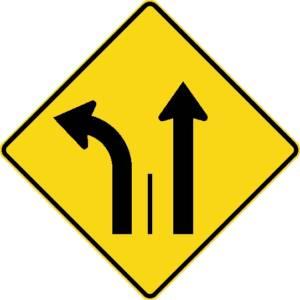 """<a href=""""https://www.signel.ca/product/signal-avance-de-direction-des-voies-a-gauche-ou-tout-droit/"""">Signal avancé de direction des voies à gauche ou tout droit</a>"""