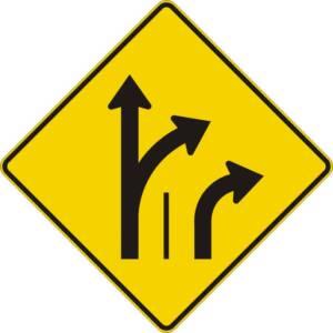 """<a href=""""https://www.signel.ca/product/signal-avance-de-direction-des-voies-tout-droit-ou-a-droite-et-a-droite/"""">Signal avancé de direction des voies tout droit ou à droite et à droite</a>"""