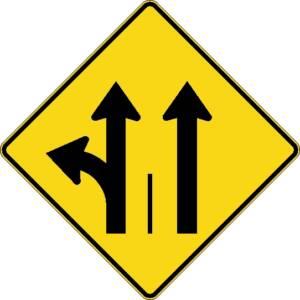 """<a href=""""https://www.signel.ca/product/signal-avance-de-direction-des-voies-a-gauche-ou-tout-droit-et-tout-droit/"""">Signal avancé de direction des voies à gauche ou tout droit et tout droit</a>"""