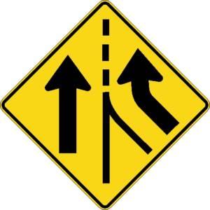 """<a href=""""https://www.signel.ca/product/voies-paralleles-avec-entree-a-droite/"""">Voies parallèles avec entrée à droite</a>"""