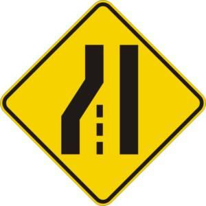 """<a href=""""https://www.signel.ca/product/perte-de-voie-a-gauche-sur-routes-a-2-voies/"""">Perte de voie à gauche sur routes à 2 voies</a>"""