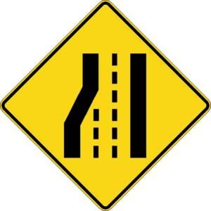 """<a href=""""https://www.signel.ca/product/perte-de-voie-a-gauche-sur-routes-a-3-voies-et-plus/"""">Perte de voie à gauche sur routes à 3 voies et plus</a>"""